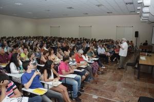 A sala ficou lotada para a palestra de Leonardo Boff