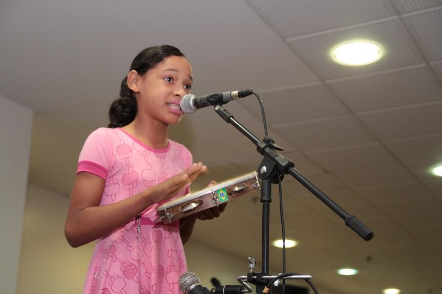 Aprendiz de Jorge Calheiros, Jamile, cantou o coco depois da apresentação dos mestres