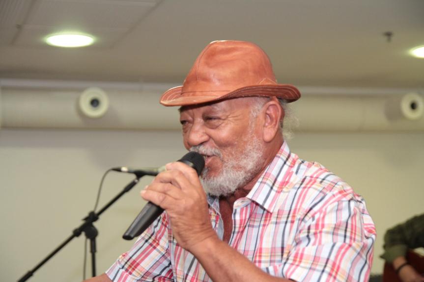 Jorge Calheiros cantou os Sonhos de Sertanejo