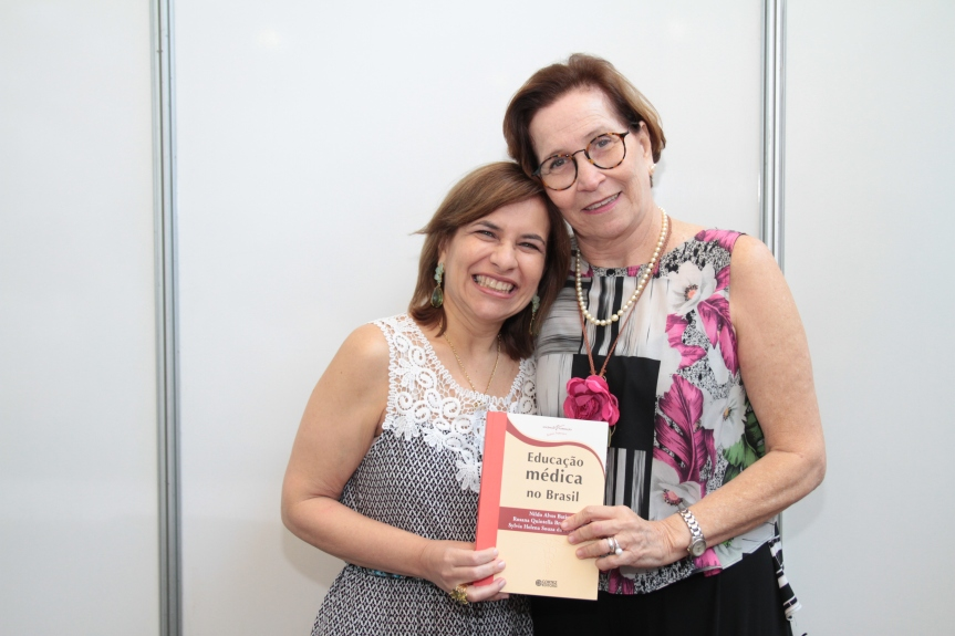 Comunidade acadêmica, família e amigos prestigiaram o lançamento do livro de Rosana, Sylvia e Nildo