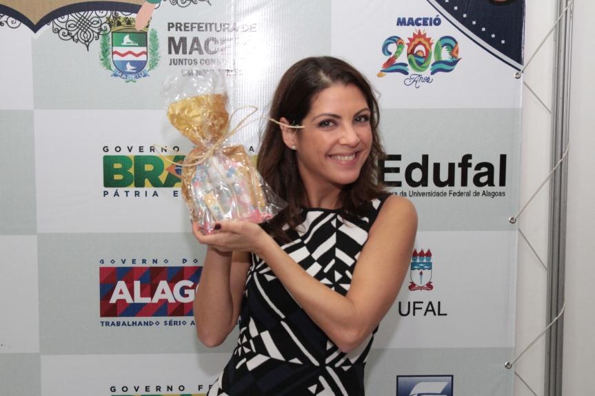 Thalita recebeu o Prêmio Aguzzoli por ter sido uma das pessoas que mais interagiram com a redes sociais da Bienal